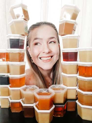 Hunajainen kasvohoito