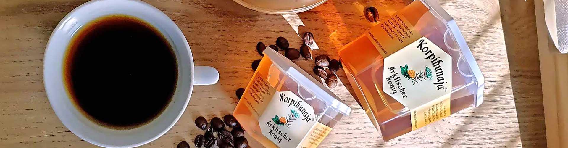 Lappi-Hunajan hunajavalikoima on myynnissä Lappi-Tuvassa Lapin kylän keskustassa Raumalla.